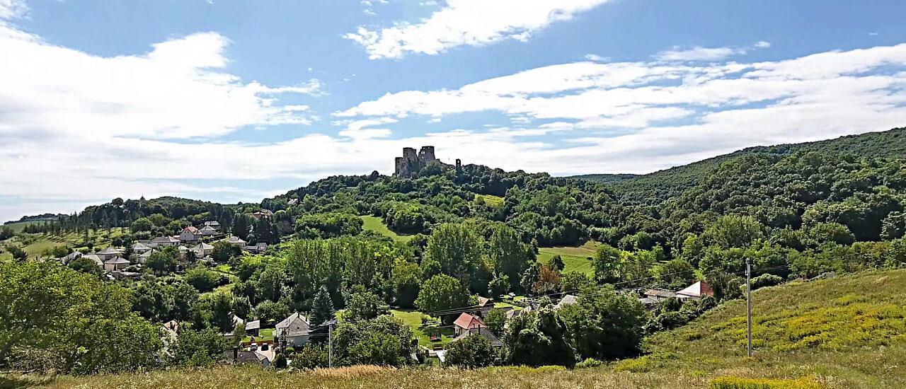 Ein Panorama-Grundstück mit allen Stadtwerken im Herzen des Bakony-Gebirges 143.000 €